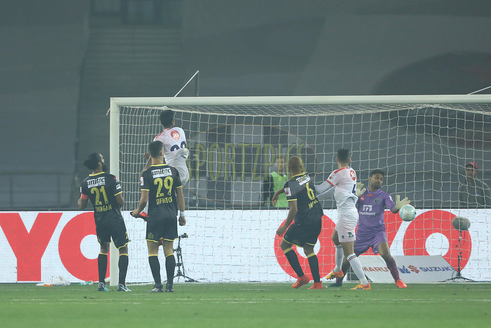 Delhi Dynamos FC players score a gaol during match 43 of the Hero Indian Super League between Delhi Dynamos FC and Kerala Blasters FC  held at the Jawaharlal Nehru Stadium, Delhi, India on the 10th January 2018<br /> <br /> Photo by: Arjun Singh  / ISL / SPORTZPICS