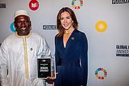 NEW YORK crown princess mary with winner Goalkeepers Global Awards Dinner in het Lincoln Center, Gotham Hall  ROBIN UTRECHT