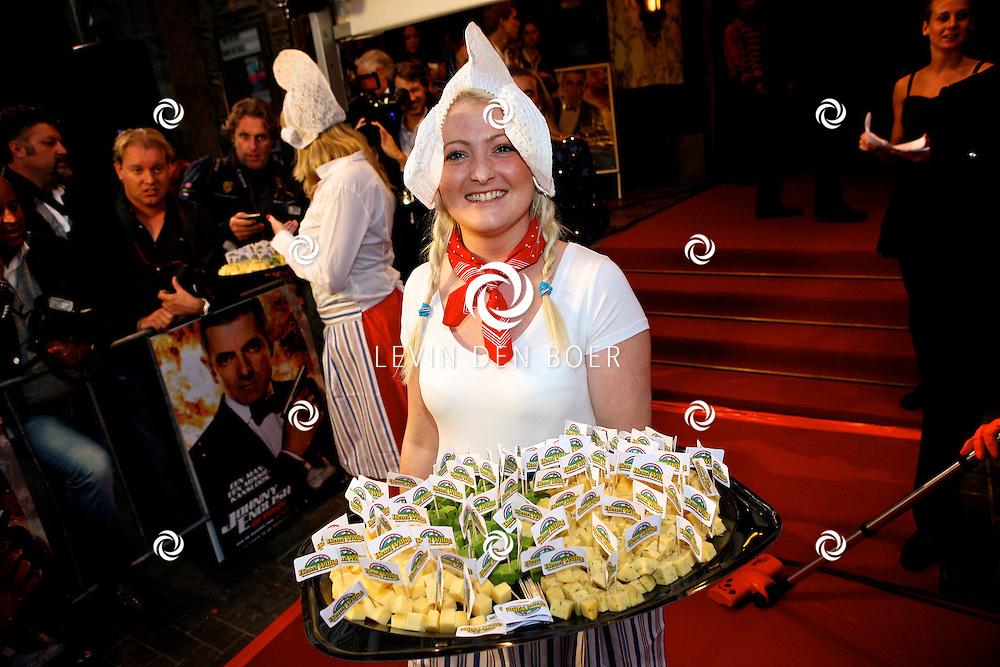 AMSTERDAM - Bij pathe theater Tuschinski is de filmpremiere van Johnny English.  Met op de foto oerhollandse Kaasmeisjes. FOTO LEVIN DEN BOER - PERSFOTO.NU