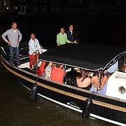 NLD/Amsterdam/20050806 - Gaypride 2005, optreden Vanessa, aankomst boot Amstel