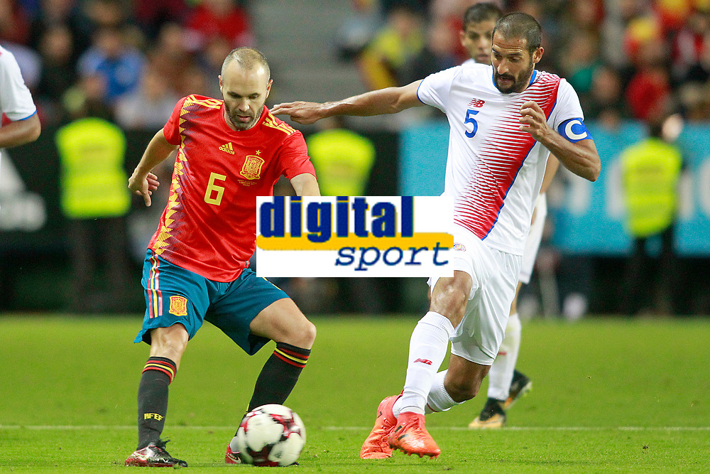 Spain's Andres Iniesta (l) and Costa Rica's Celso Borges during international friendly match. November 11,2017.(ALTERPHOTOS/Acero)