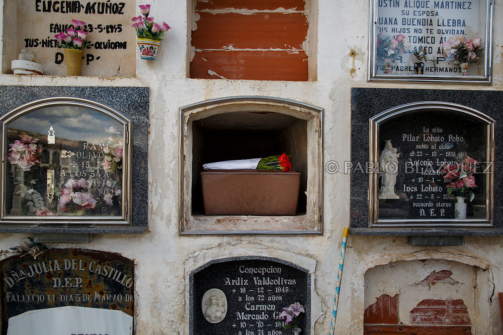 19/05/2018. The remains of Eugenio Molina Morato who was assassinated by dictator Francisco Franco's forces are placed inside a niche at the cemetery on May 19, 2018 in Sacedon, Guadalajara province, Spain. General Franco's forces killed Timoteo Mendieta and other people between 1939 and 1940 after Spain's Civil War and buried them in mass graves in Guadalajara's cemetery. Argentinian judge Maria Servini used the international human rights law and ordered the exhumation and investigation of Mendieta's mass grave. The exhumation was carried out by Association for the Recovery of Historical Memory (ARMH) recovering 50 bodies from 2 mass graves and identified 24 of them. Spain's Civil War took the lives of thousands of people on both sides, but Franco continued his executions after the war has finished. Spanish governments has never done anything to help the victims of the Civil War and Franco's dictatorship while there are still thousands of people missing in mass graves around the country. (© Pablo Blazquez)