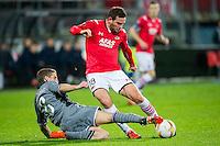 ALKMAAR - 26-11-15, Europa League, AZ  - FK Partizan, AFAS Stadion, Partizan speler Brasanac, AZ speler Vincent Janssen.