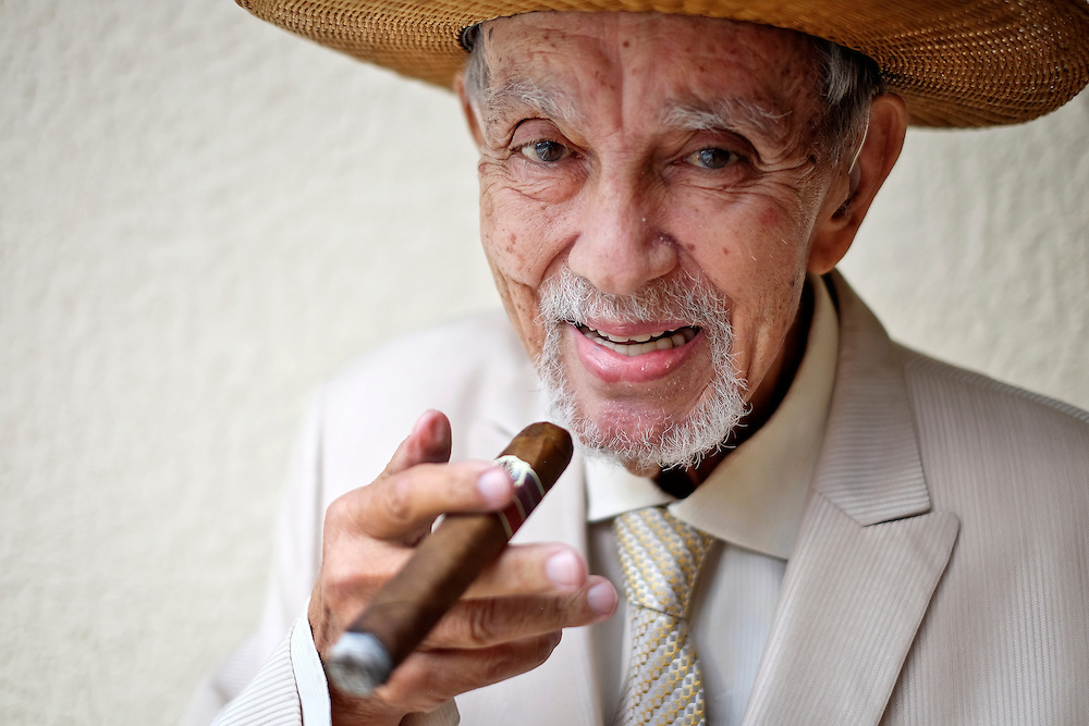 Avo Uvezian, 89, renowned cigar maker photographed on December 18, 2015. (Jacob Langston for the New York Times)