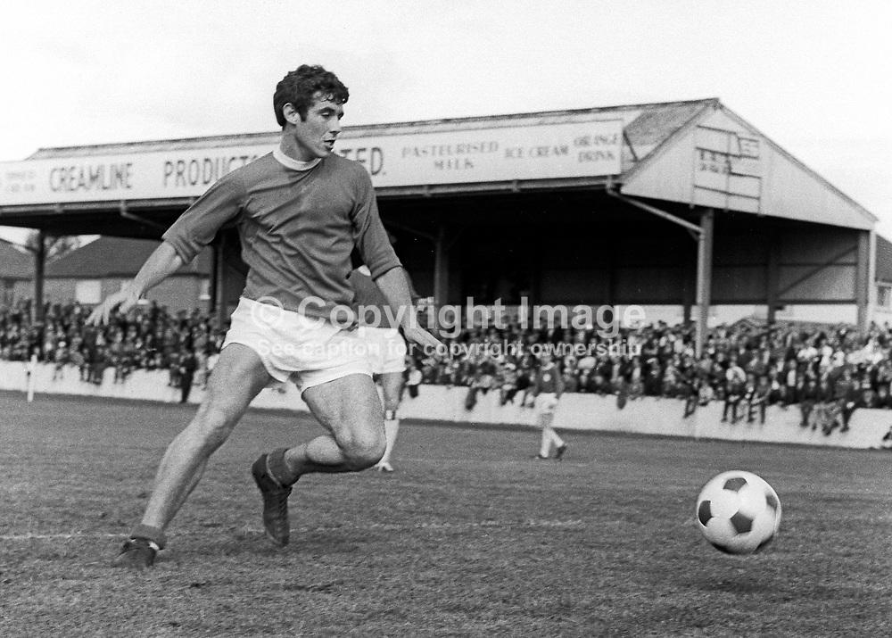Dennis Guy, footballer, Glentoran FC, Belfast, N Ireland. May 1969, 196905000184b<br /> <br /> <br /> Copyright Image from<br /> Victor Patterson<br /> 54 Dorchester Park<br /> Belfast, N Ireland, UK, <br /> BT9 6RJ<br /> <br /> t1: +44 28 90661296<br /> t2: +44 28 90022446<br /> m: +44 7802 353836<br /> e1: victorpatterson@me.com<br /> e2: victorpatterson@gmail.com<br /> <br /> www.victorpatterson.com
