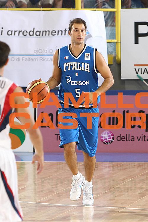 DESCRIZIONE : Cagliari Eurobasket Men 2009 Additional Qualifying Round Italia Francia<br /> GIOCATORE : Jacopo Giachetti<br /> SQUADRA : Italy Italia Nazionale Maschile<br /> EVENTO : Eurobasket Men 2009 Additional Qualifying Round <br /> GARA : Italia Francia Italy France<br /> DATA : 05/08/2009 <br /> CATEGORIA : palleggio<br /> SPORT : Pallacanestro <br /> AUTORE : Agenzia Ciamillo-Castoria/C.De Massis