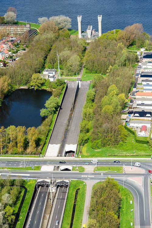 Nederland, Noord-Holland, Gemeente Velsen, 09-04-2014; Noordzeekanaal met Velsertunnel, spoortunnel en  autosnelwegtunnel onder het Noordzeekanaal. Ventilatiegebouw met ventilatietorens is rijksmonument. <br /> Railway and car tunnel near Beverwijk and IJmuiden, crossing Northsea channel. Service buildings are monuments.<br /> luchtfoto (toeslag op standard tarieven);<br /> aerial photo (additional fee required);<br /> copyright foto/photo Siebe Swart