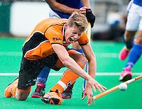 ROTTERDAM - HOCKEY - Jelle Galema van OZ wordt hard geraakt tijdens de finale ABN AMRO cup hockey tussen de mannen van Oranje Zwart en Kampong . Kampong wint van de landskampioen met 5-1.  COPYRIGHT KOEN SUYK