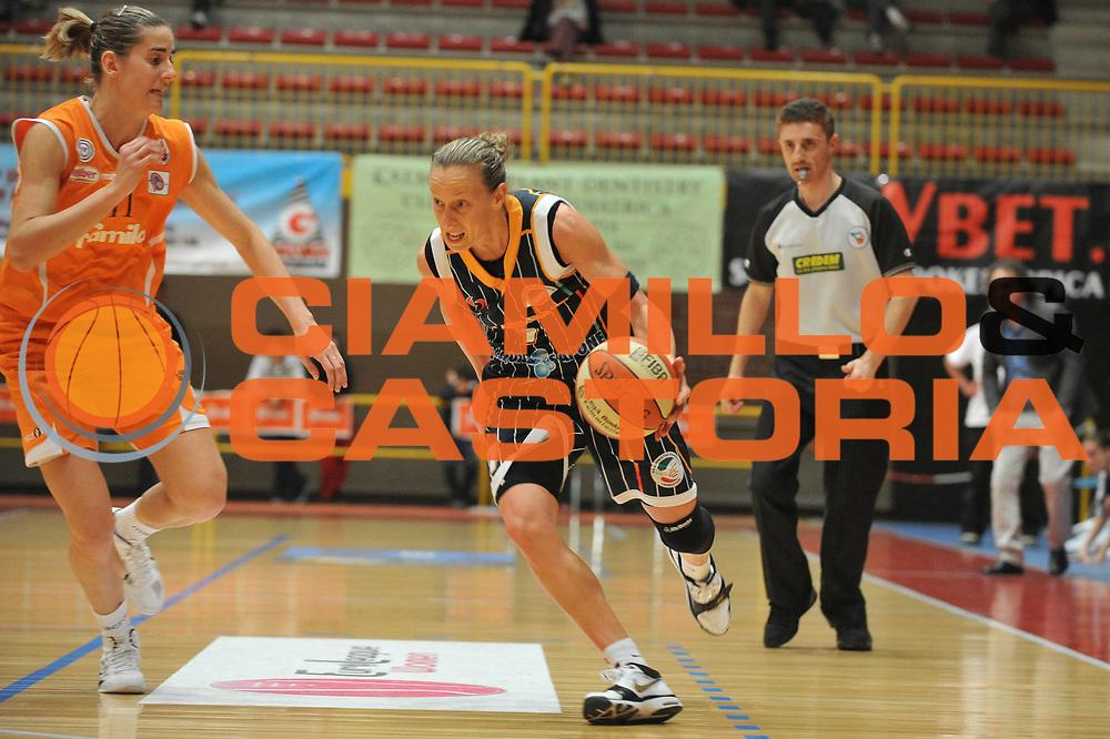 DESCRIZIONE : Schio LBF Playoff Semifinale Gara3 Famila Wuber Schio Liomatic Umbertide<br /> GIOCATORE : Francesca Zara<br /> SQUADRA : Famila Wuber Schio Liomatic Umbertide<br /> EVENTO : Campionato Lega Basket Femminile A1 2010-2011<br /> GARA : Famila Wuber Schio Liomatic Umbertide<br /> DATA : 18/04/2011 <br /> CATEGORIA : Palleggio<br /> SPORT : Pallacanestro <br /> AUTORE : Agenzia Ciamillo-Castoria/M.Gregolin<br /> Galleria : Lega Basket Femminile 2010-2011<br /> Fotonotizia : Schio LBF Playoff Semifinale Gara3 Famila Wuber Schio Liomatic Umbertide<br /> Predefinita :