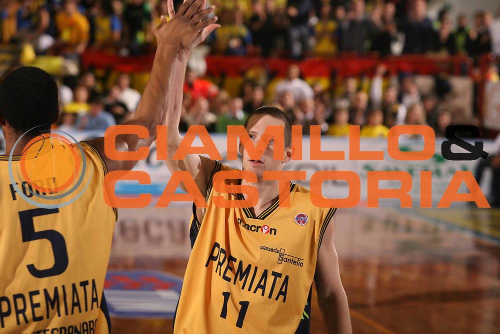 DESCRIZIONE : Porto San Giorgio Lega A1 2007-08 Premiata Montegranaro Scavolini Spar Pesaro <br /> GIOCATORE : Jobey Thomas <br /> SQUADRA : Premiata Montegranaro <br /> EVENTO : Campionato Lega A1 2007-2008 <br /> GARA : Premiata Montegranaro Scavolini Spar Pesaro <br /> DATA : 21/10/2007 <br /> CATEGORIA : Esultanza <br /> SPORT : Pallacanestro <br /> AUTORE : Agenzia Ciamillo-Castoria/G.Ciamillo