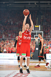 21.06.2015, Brose Arena, Bamberg, GER, Beko Basketball BL, Brose Baskets Bamberg vs FC Bayern Muenchen, Playoffs, Finale, 5. Spiel, im Bild Janis Strelnieks (Brose Baskets Bamberg) beim Freiwurf // during the Beko Basketball Bundes league Playoffs, final round, 5th match between Brose Baskets Bamberg and FC Bayern Muenchen at the Brose Arena in Bamberg, Germany on 2015/06/21. EXPA Pictures &copy; 2015, PhotoCredit: EXPA/ Eibner-Pressefoto/ Merz<br /> <br /> *****ATTENTION - OUT of GER*****