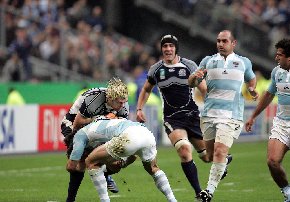 Scott Lamont attacks. Argentina v Scotland (19 - 13) Stade de France, St Dennis, 07/10/2007, Quarter Final Match 44. Rugby World Cup 2007