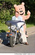 """Le chroniqueur sportif Jean Pagé avel la mascotte """"Marvin"""" lors du pré-lancement de la Moto-Tournée RBC/Marie-Vincent : une virée routière de 1 000 km, du 2 au 4 juillet, pour aider les enfants victimes de maltraitance., , Québec, Canada, 2008, 06, 11, © Photo Marc Gibert / adecom.ca"""