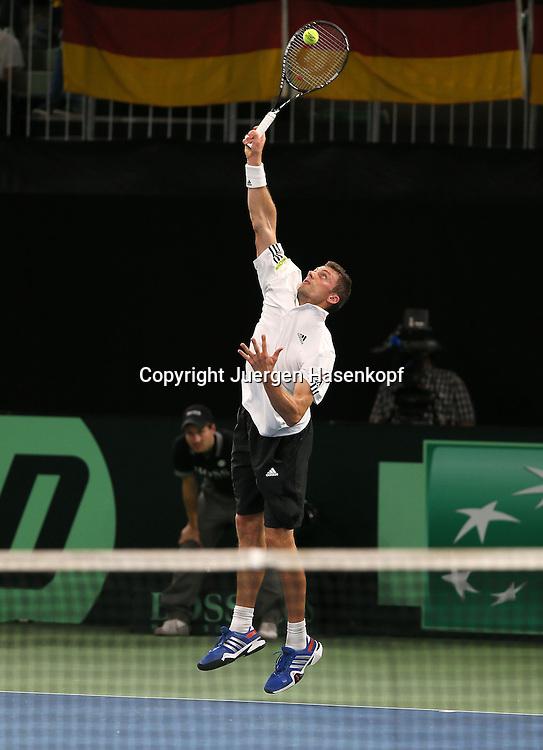 Davis Cup Deutschland gegen Brazilien in Ulm, ITF HerrenTennis Turnier,<br /> Daniel Brands (GER),Aktion,Aufschlag,<br /> Einzelbild,Ganzkoerper,Hochformat