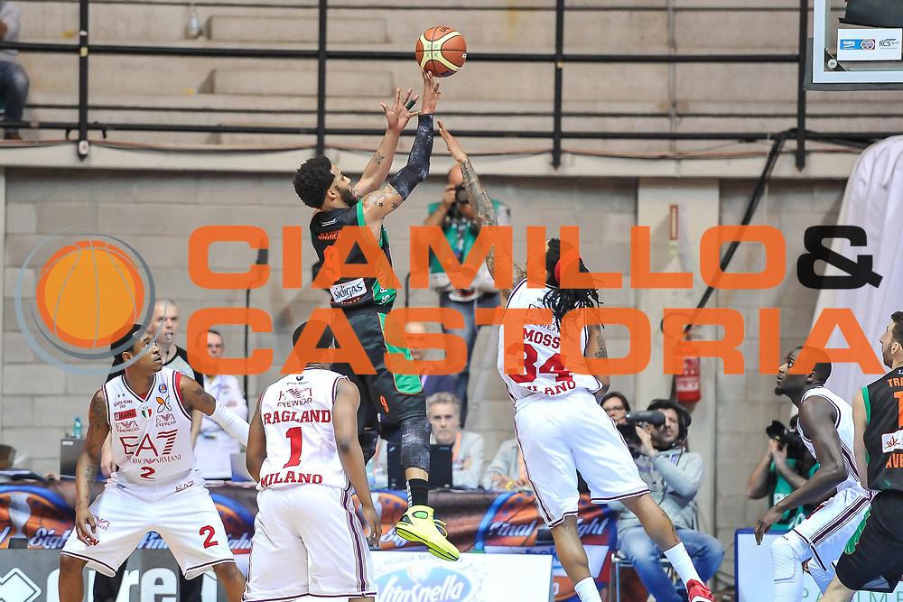 DESCRIZIONE : Final Eight Coppa Italia 2015 Desio Quarti di Finale Olimpia EA7 Emporio Armani Milano - Sidigas Scandone Avellino<br /> GIOCATORE : Adrian Banks<br /> CATEGORIA : Tiro Controcampo<br /> SQUADRA : Sidigas Scandone Avellino<br /> EVENTO : Final Eight Coppa Italia 2015 Desio<br /> GARA : Olimpia EA7 Emporio Armani Milano - Sidigas Scandone Avellino<br /> DATA : 20/02/2015<br /> SPORT : Pallacanestro <br /> AUTORE : Agenzia Ciamillo-Castoria/L.Canu