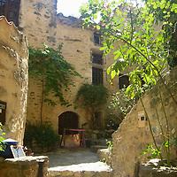 EN&gt; A secluded corner in the town of Saint Montan in the Ardeche, France | <br /> SP&gt; Un rinc&oacute;n tranquilo en el pueblo de Saint Montan en el Ardeche, Francia