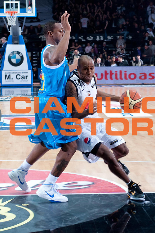 DESCRIZIONE : Caserta Lega A 2010-11 Pepsi Caserta Vanoli Braga Cremona<br /> GIOCATORE : Tim Bowers<br /> SQUADRA : Pepsi Caserta<br /> EVENTO : Campionato Lega A 2010-2011<br /> GARA : Pepsi Caserta Vanoli Braga Cremona<br /> DATA : 27/03/2011<br /> CATEGORIA : palleggio<br /> SPORT : Pallacanestro<br /> AUTORE : Agenzia Ciamillo-Castoria/A.De Lise<br /> Galleria : Lega Basket A 2010-2011<br /> Fotonotizia : Caserta Lega A 2010-11 Pepsi Caserta Vanoli Braga Cremona<br /> Predefinita :