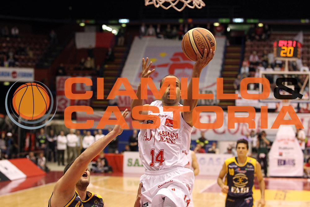 DESCRIZIONE : Milano Lega A 2010-11 Armani Jeans Milano Fabi Shoes Montegranaro<br /> GIOCATORE : Lynn Greer<br /> SQUADRA : Armani Jeans Milano<br /> EVENTO : Campionato Lega A 2010-2011<br /> GARA : Armani Jeans Milano Fabi Shoes Montegranaro<br /> DATA : 20/03/2011<br /> CATEGORIA : Tiro Penetrazione<br /> SPORT : Pallacanestro<br /> AUTORE : Agenzia Ciamillo-Castoria/G.Cottini<br /> Galleria : Lega Basket A 2010-2011<br /> Fotonotizia : Milano Lega A 2010-11 Armani Jeans Milano Fabi Shoes Montegranaro<br /> Predefinita :