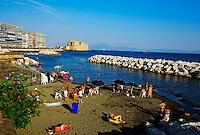 Italie, Campanie, Naples, le Castel dell Ovo, chateau construit par les Normands au XIIe siecle // Italy, Campania, Naples, Castel dell Ovo