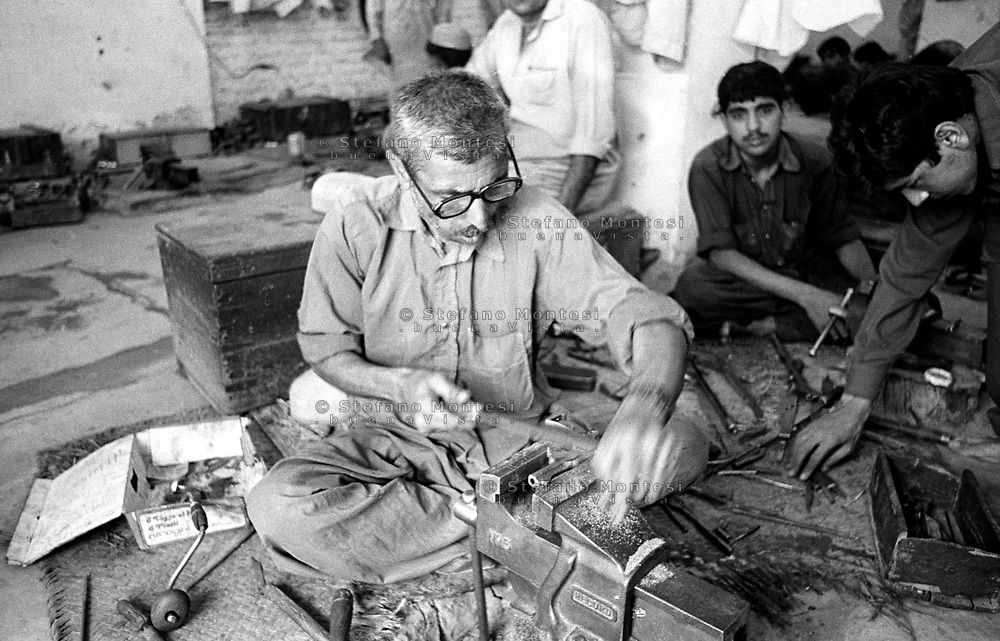 Pakistan 1986 .Darra Adamkhel is Pakistan's largest weapons bazaar and factory, renowned for its gun making expertise since the late 19th century, Darra is a sprawl of hundreds of workshops where some 3,500 gunsmiths toil on replica weapons..Factory pistols