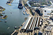 Nederland, Noord-Holland, Amsterdam, 27-09-2015; stadsdeel Centrum. Amsterdam Centraal Station en Oosterdokseiland gezien naar voormalige Oostelijk Havengebied (Zeeburg). IJ met IJ-oevers.<br /> Urban and city development, immediately east of Central Station (foreground).<br /> luchtfoto (toeslag op standard tarieven);<br /> aerial photo (additional fee required);<br /> copyright foto/photo Siebe Swart