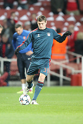 19.02.2014, Emirates Stadion, London, ESP, UEFA CL, FC Arsenal vs FC Bayern Muenchen, Achtelfinale, im Bild Toni KROOS #39 (FC Bayern Muenchen) beim warm up // during the UEFA Champions League Round of 16 match between FC Arsenal and FC Bayern Munich at the Emirates Stadion in London, Great Britain on 2014/02/19. EXPA Pictures © 2014, PhotoCredit: EXPA/ Eibner-Pressefoto/ Kolbert<br /> <br /> *****ATTENTION - OUT of GER*****