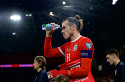 CARDIFF, WALES - Sunday, October 13, 2019: Wales' captain Gareth Bale pours water onto his face as he leads his side out before the UEFA Euro 2020 Qualifying Group E match between Wales and Croatia at the Cardiff City Stadium. (Pic by David Rawcliffe/Propaganda)