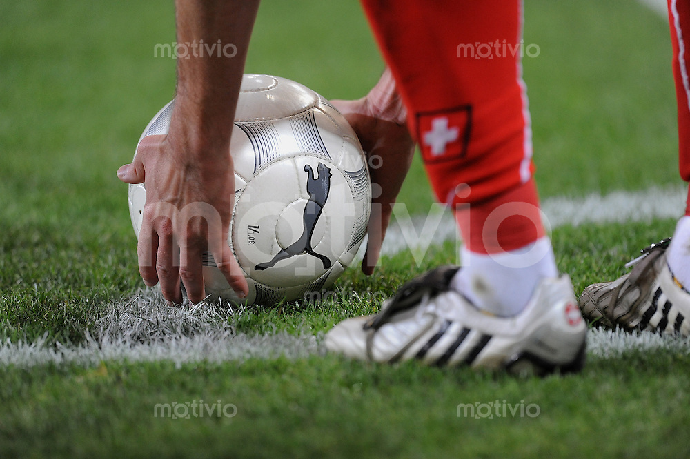 Fussball International   WM  2010  Qualifikation  Gruppe 2    14.10.2009 Schweiz - Israel Puma Ball und Adidas Schuhe