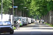 Nederland, the Netherlands, Nijmegen, 9-7-2017 Ruim voordat de officiele vierdaagsecamping open gaat op woensdag hebben deelnemers al enkele tientallen caravans en campers opgesteld langs de toegangsweg naar deze kampeerplaats voor de 101e 4daagse . De voorbereidingen voor de komende vierdaagse en bijhorende zomerfeesten zijn in volle gang. Zaterdag gaan de zomerfeesten in de stad van start en vanaf de dinsdag daarna de lopers aan de vierdaagse. Foto: Flip Franssen