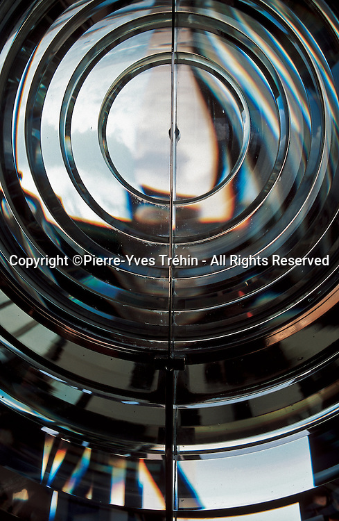 Focus on a Fresnel's lens.<br />