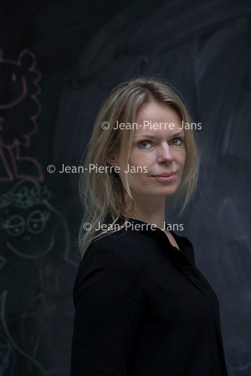 Nederland, Amsterdam, 23 april 2017.<br /> Moniek Wassenaar.<br /> Moniek Wassenaar is een van de eisers die dna van wijlen Jan Karbaat willen laten onderzoeken.<br /> Dokter Jan Karbaat, van wie vermoed wordt dat hij met eigen zaad in zijn spermakliniek kinderen heeft verwekt, is deze maand overleden. Toch willen de donorkinderen en hun ouders het kort geding, waarmee ze een dna-monster van Jan Karbaat willen bemachtigen, door laten gaan.<br /> <br /> Foto: Jean-Pierre Jans