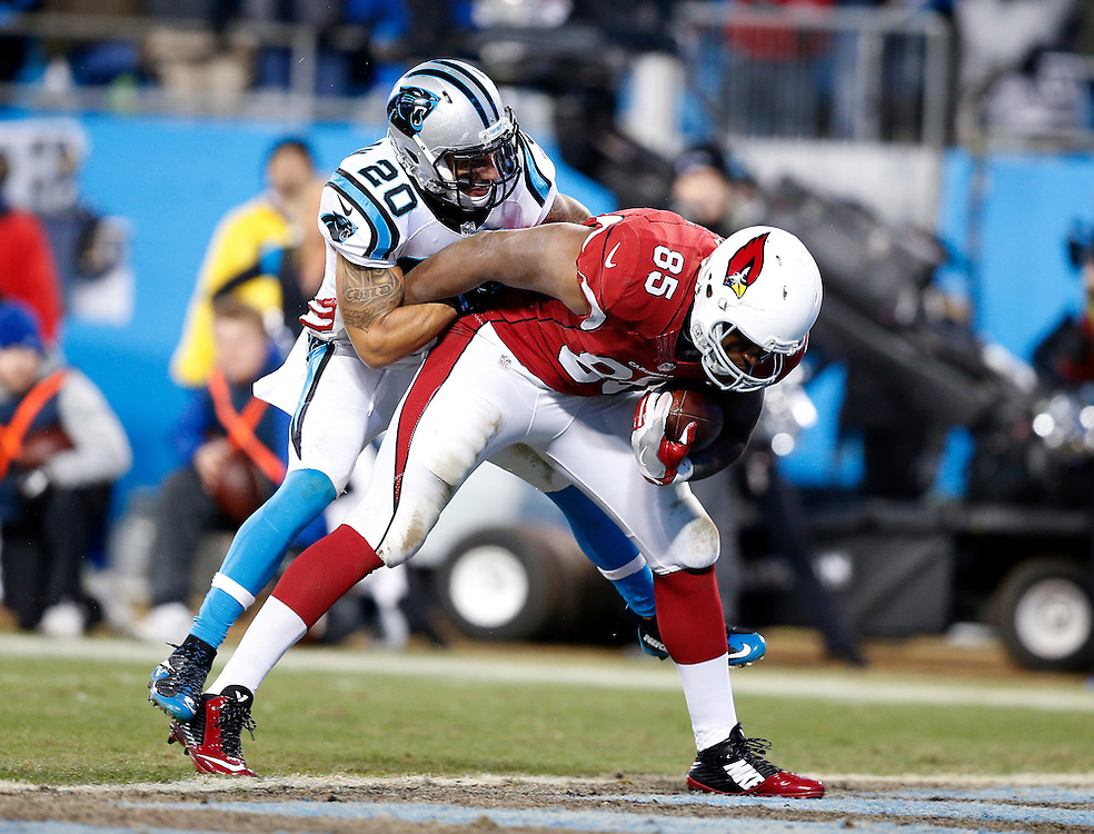 CHARLOTTE, NC - JAN 24:  Tight end Darren Fells #85 of the Arizona Cardinals scores a touchdown in front of safety Kurt Coleman #20 of the Carolina Panthers during the NFC Championship game at Bank of America Stadium on January 24, 2016 in Charlotte, North Carolina.