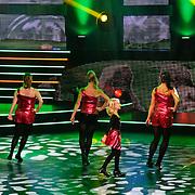NLD/Hilversum/20100910 - Finale Holland's got Talent 2010, Marieke en Leanne Trienkens aan het dansen