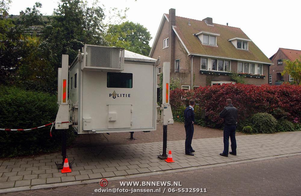 Verscherpte bewaking huis Ad Melkert Meentweg Bussum, bom, kogelvrij hok