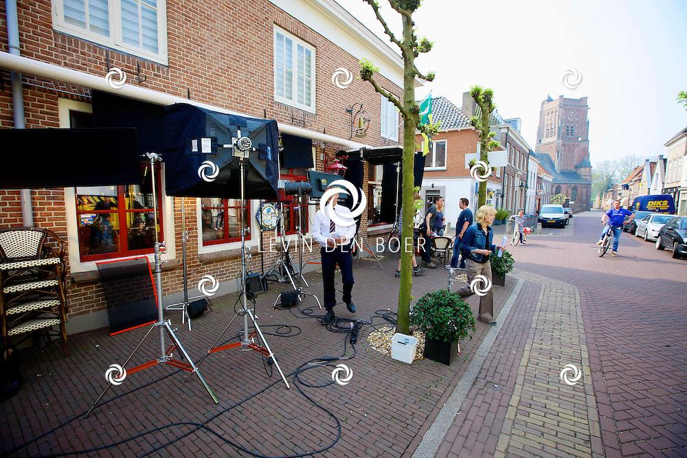 WOUDRICHEM - In het kleine vestingstad Woerkum zijn de opnames van Dokter Tinus. Deze tv serie word op SBS6 uitgezonden. Met op de foto  Tom Hoffman. FOTO LEVIN DEN BOER - PERSFOTO.NU