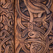 Noorwegen Gol 24 december 2008 20081224 Foto: David Rozing .Detail houtsnijwerk staafkerk in Gol in winter.Wintertime, detail woodcraft old wooden stave church ..Foto: David Rozing