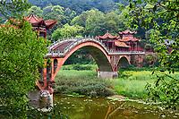 Chine, Province du Sichuan, Leshan, mont Emei, le pont Huangshan // China, Sichuan province, Emei mount, Leshan, Huangshan bridge