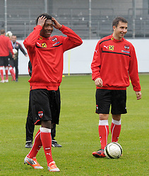 12.11.2012, Waldstadion, Pasching, AUT, Testspiel, Oesterreich vs Elfenbeinkueste, Training OeFB Team, im Bild David Alaba und Markus Suttner // during practice session of OeFB team Austria before the international friendly match between Austria and Ivory Coast at the Waldstadion, Pasching, Austria on 2012/11/12. EXPA Pictures © 2012, PhotoCredit: EXPA/ Reinhard Eisenbauer