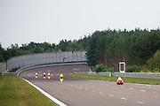 Deelnemers aan de 24-uursrace. In Duitsland worden op de Dekrabaan bij Schipkau recordpogingen gedaan met speciale ligfietsen tijdens een speciaal recordweekend.<br /> <br /> Competitors of the 24-hours race. In Germany at the Dekra track near Schipkau cyclists try to set new speed records with special recumbents bikes at a special record weekend.