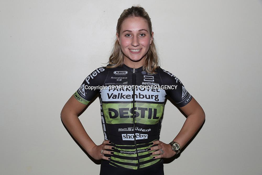 17-02-2017: Wielrennen: Teampresentatie Destil teams: Venray <br />Parkhotel-Destil Chanella Stougje