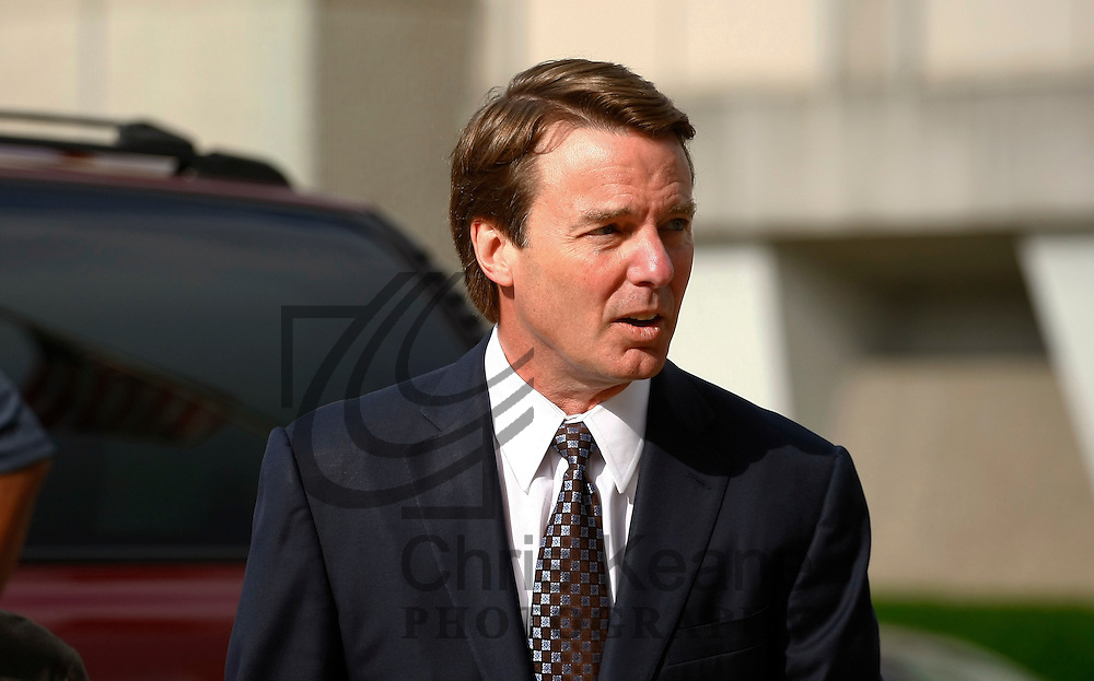 Former U.S. Senator John Edwards arrives at the federal court house in Greensboro, North Carolina May 29, 2012. Tuesday is the seventh day of jury deliberations about whether Edwards broke federal campaign finance laws as he tried to conceal an affair while running for president in 2008. REUTERS/Chris Keane (UNITED STATES)