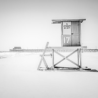 Lifeguard tower 17 and Newport Beach Pier in Orange County Southern California. Copyright ⓒ Paul Velgos with All Rights Reserved.