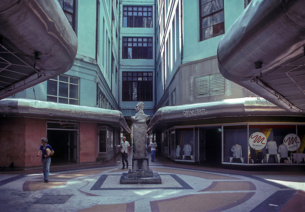 Empty shopping mall during the embargo.