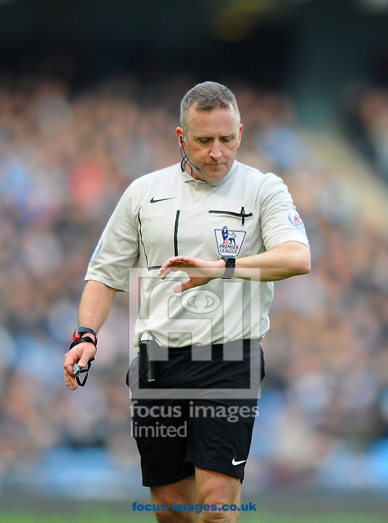 Referee Jonathan Moss during the Barclays Premier League match at the Etihad Stadium, Manchester<br /> Picture by Greg Kwasnik/Focus Images Ltd +44 7902 021456<br /> 07/02/2015