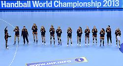07-12-2013 HANDBAL: WERELD KAMPIOENSCHAP NEDERLAND - DOMINICAANSE REPUBLIEK: BELGRADO <br /> 21st Women s Handball World Championship Belgrade, Nederland wint met 44-21 / Line up Nederland<br /> ©2013-WWW.FOTOHOOGENDOORN.NL