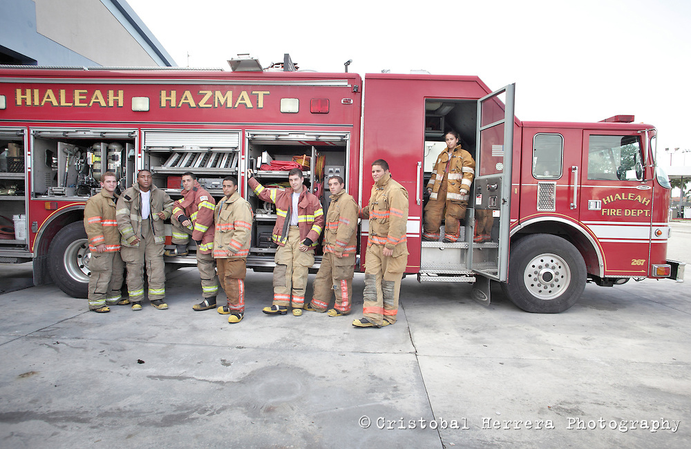 (CH)fl-bomberos-escuela-CHk--Firefights and students during their training session at City of Hialeah Firefighters Department, station number 7 on August 16, 2012.  Staff photo/Cristobal Herrera Hialeah News