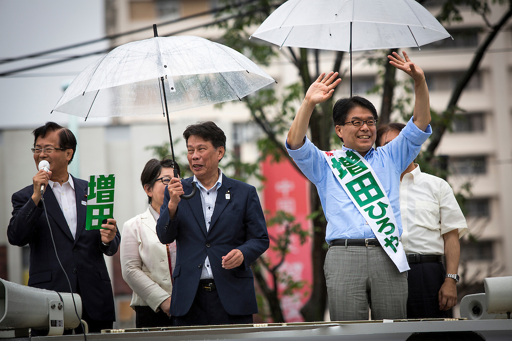 TOKYO, JAPAN - JULY 21 : Candidate Hiroya Masuda waves to people during a Tokyo Gubernatorial Election 2016 campaign rally at Kanamachi Station, Tokyo, Japan on Thursday, July 21, 2016. Tokyo residents will vote on July 31 for a new Tokyo Governor who will deal with issues related to hosting the Summer Tokyo Olympics and Paralympics in 2020. (Photo: Richard Atrero de Guzman/NUR Photo)