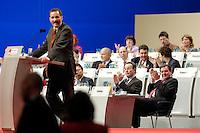 14 NOV 2005, KARLSRUHE/GERMANY:<br /> Matthias Platzeck (L), SPD, Ministerpraesident Brandenburg und desig. SPD Parteivorsitzender, Franz Muentefering (M), SPD, scheidender Parteivorsitzender und desig. Bundesarbeitsminister, Gerhard Schroeder (R), SPD, scheidender Bundeskanzler, waehrend Platzecks Rede, SPD Bundesparteitages, Messe Karlsruhe<br /> IMAGE: 20051114-01-131<br /> KEYWORDS: party congress, Gerhard Schröder, Franz Müntefering, speech, Applaus, applaudieren, klatschen