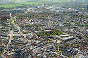 Nederland, Zuid-Holland, Leiden, 09-04-2014; zuidelijk deel binnenstad met Nieuwe Rijn, Vismarkt en Botermarkt (met marktkramen).  Hooglandse Kerk<br /> Overview old town of the city of Leiden.<br /> luchtfoto (toeslag op standard tarieven);<br /> aerial photo (additional fee required);<br /> copyright foto/photo Siebe Swart.