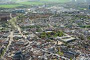Nederland, Zuid-Holland, Leiden, 09-04-2014; zuidelijk deel binnenstad met Nieuwe Rijn, Vismarkt en Botermarkt (met marktkramen).  Hooglandse Kerk<br /> Overview old town of the city of Leiden.<br /> luchtfoto (toeslag op standard tarieven);<br /> aerial photo (additional fee required);<br /> copyright foto/photo Siebe Swart.